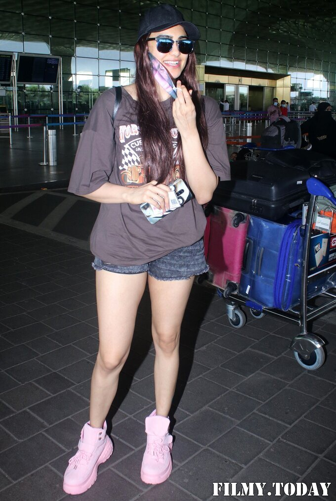 Adah Sharma - Photos: Celebs Spotted At Airport | Picture 1827331