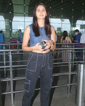 Nikita Dutta - Photos: Celebs Spotted At Airport | Picture 1827327
