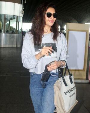 Karishma Tanna - Photos: Celebs Spotted At Airport