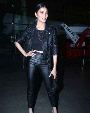 Shruti Haasan - Photos: Celebs Spotted At Airport | Picture 1827517