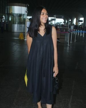 Mrunal Thakur - Photos: Celebs Spotted At Airport | Picture 1827499