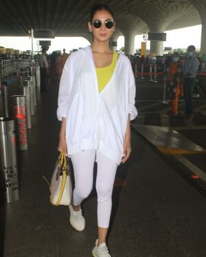 Sonal Chauhan - Photos: Celebs Spotted At Airport   Picture 1827553