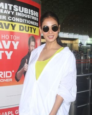 Sonal Chauhan - Photos: Celebs Spotted At Airport   Picture 1827556