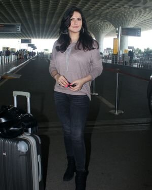 Zareen Khan - Photos: Celebs Spotted At Airport | Picture 1827576