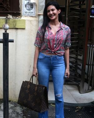 Amyra Dastur - Photos: Celebs Spotted At Bandra | Picture 1827590