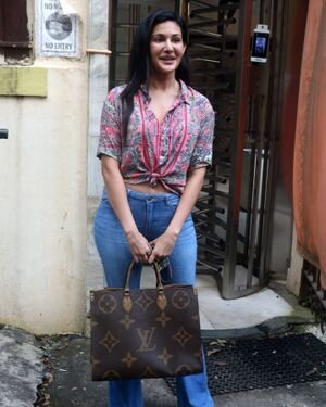 Amyra Dastur - Photos: Celebs Spotted At Bandra | Picture 1827588