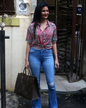 Amyra Dastur - Photos: Celebs Spotted At Bandra | Picture 1827586