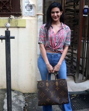 Amyra Dastur - Photos: Celebs Spotted At Bandra | Picture 1827589