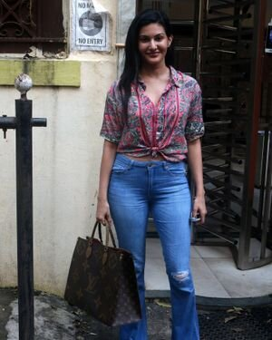 Amyra Dastur - Photos: Celebs Spotted At Bandra | Picture 1827587