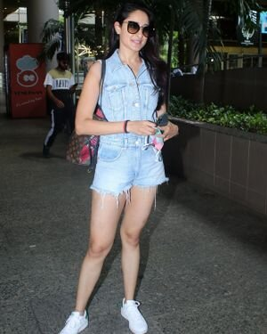 Pragya Jaiswal - Photos: Celebs Spotted At Airport   Picture 1827594
