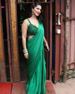 Sunny Leone - Photos: Celebs Spotted At Versova | Picture 1827621