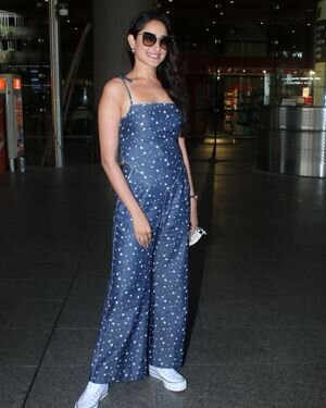 Pragya Jaiswal - Photos: Celebs Spotted At Airport   Picture 1827637