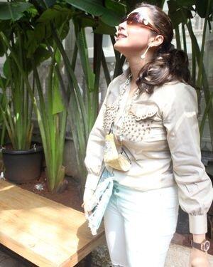 Isha Koppikar - Photos: Celebs Spotted At Bandra   Picture 1827632