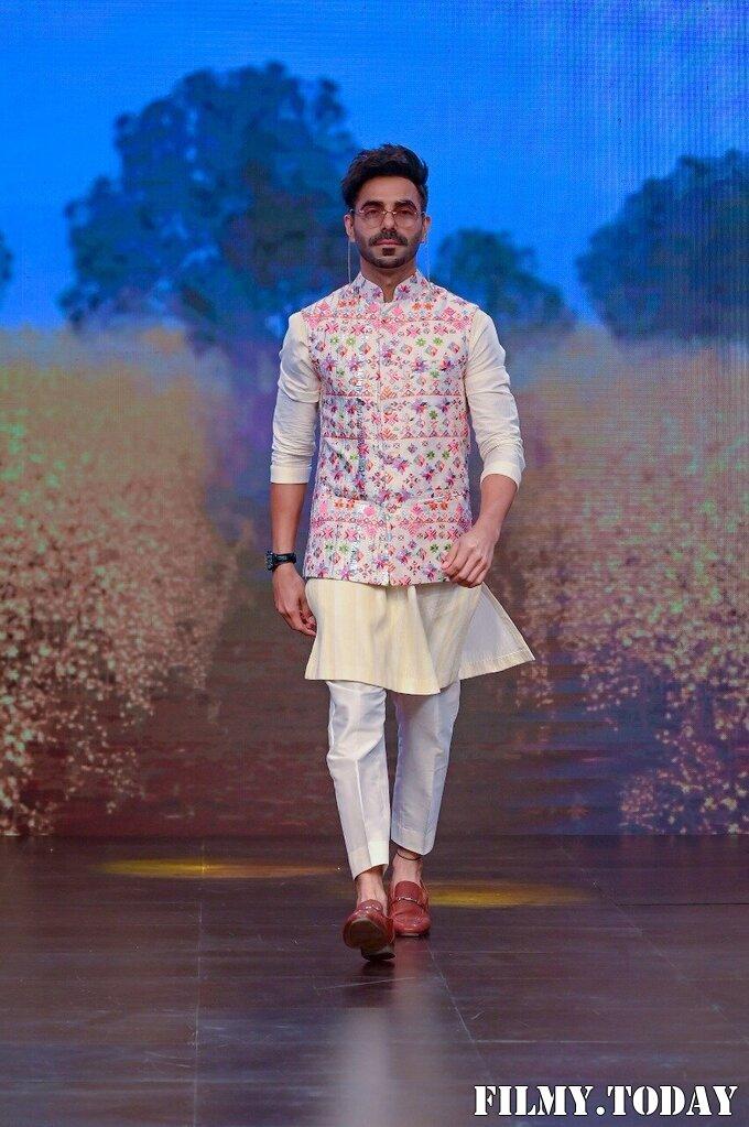 Aparshakti Khurana - Photos: Sukriti Aakriti Show On Day 4 Of Lakmé Fashion Week 2020 | Picture 1750581