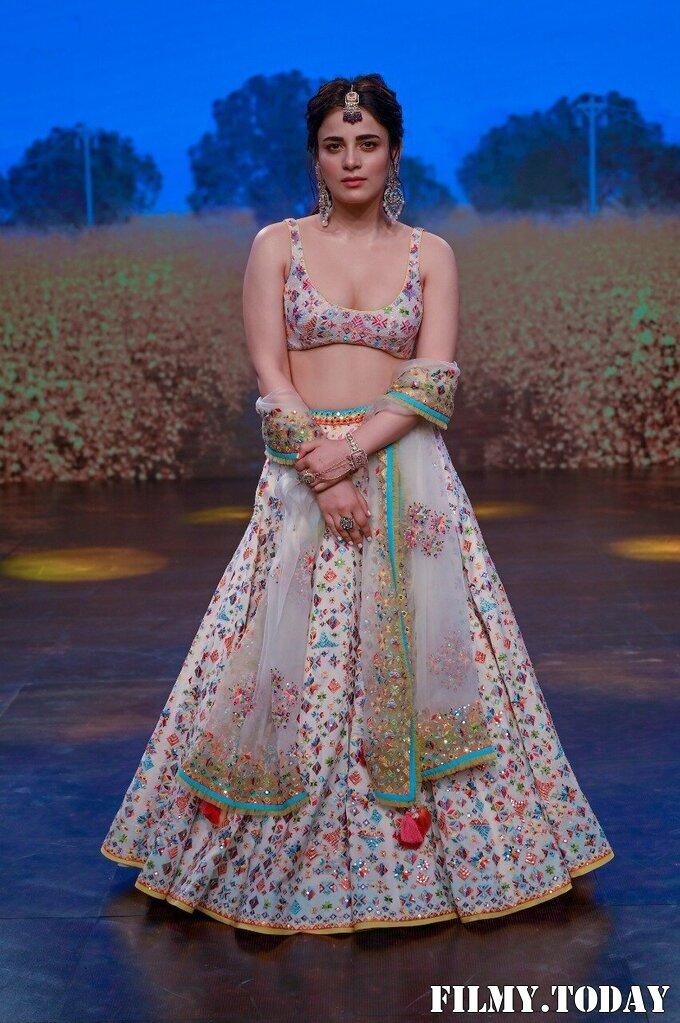 Radhika Madan - Photos: Sukriti Aakriti Show On Day 4 Of Lakmé Fashion Week 2020   Picture 1750580