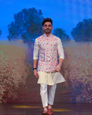 Aparshakti Khurana - Photos: Sukriti Aakriti Show On Day 4 Of Lakmé Fashion Week 2020 | Picture 1750581