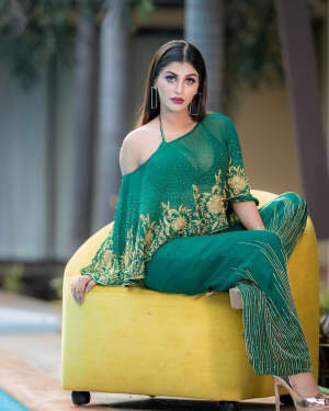 Yaashika Aanand Latest Photos