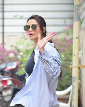 Daisy Shah - Photos: Celebs Spotted At Bandra | Picture 1754230