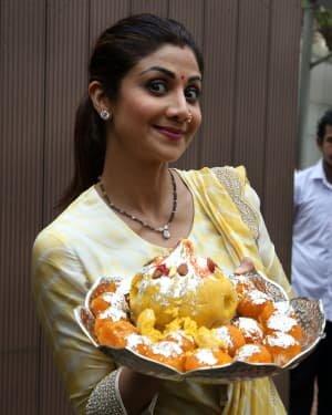Photos: Shilpa Shetty Ganpati Immersion At Juhu | Picture 1747313