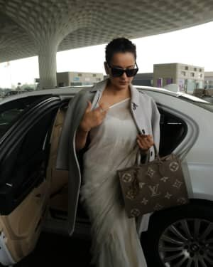 Kangana Ranaut - Photos: Celebs Spotted At Airport | Picture 1765642